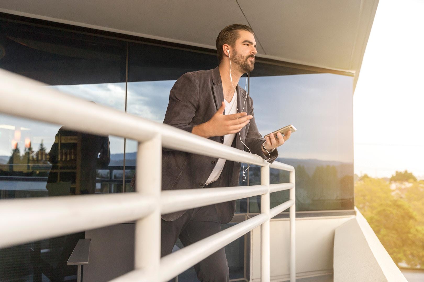 Photo: LinkedIn Sales Navigator, Unsplash