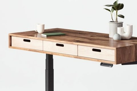 Photo: Jarvis Evolve Standing Desk | Source: Fully