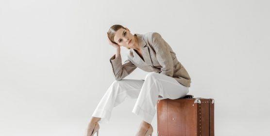 5-Perfect-Suitcases-For-Business-Travel-Trips-YFS-Magazine-556x281.jpeg