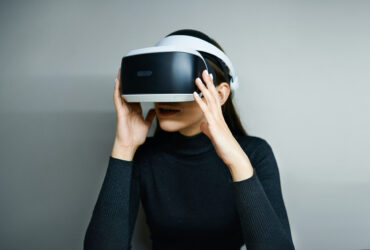 Virtual-Reality-and-the-Infinite-Office-In-A-WFH-Era-YFS-Magazine-370x250.jpeg